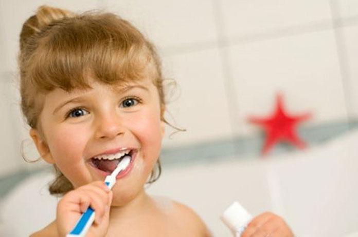 Dbaj o zęby jak dentysta. Co musisz robić?