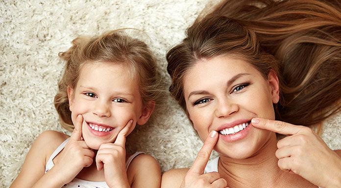 Czy warto wybielić zęby u dentysty?